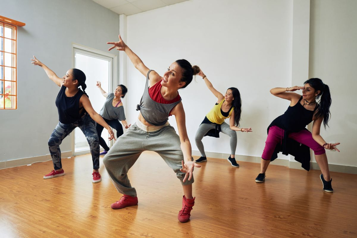 Dança: Entenda como a prática pode ajudar seu corpo