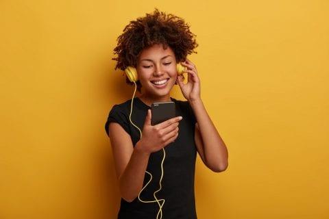 como usar fone de ouvido