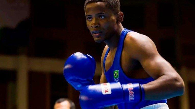 O Wanderson Oliveira é o representante de boxe brasileiro.