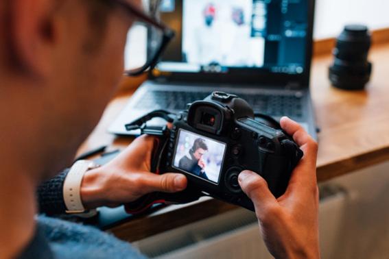 O mercado da fotografia possui vários ramos, como o fotojornalismo e a fotografia social