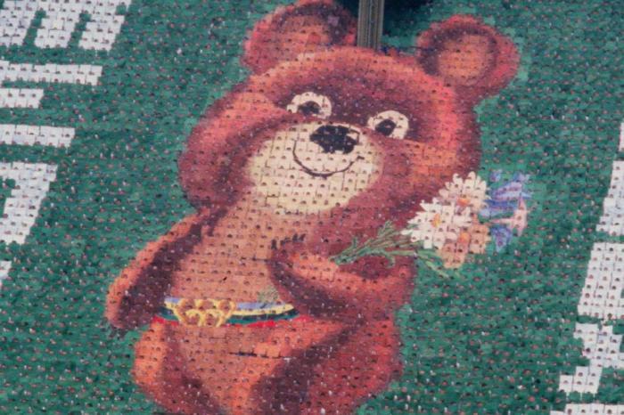 Misha é um dos mascotes olímpicos mais conhecidos.