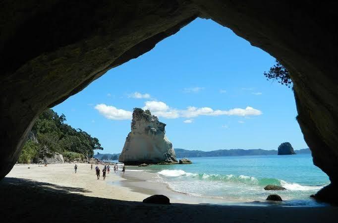 Cathedral Cove, ponto turístico na Nova Zelândia.