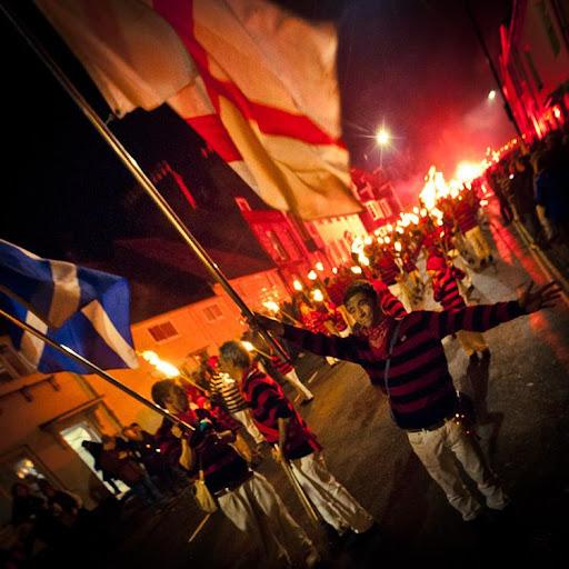 Ainda hoje, na Grã-Bretanha, é celebrada a Noite de Guy Fawkes.
