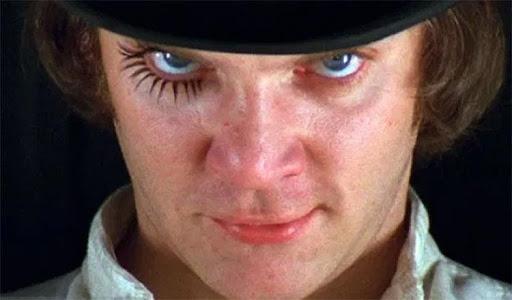 Stanley Kubrick criou sua própria versão de Laranja Mecânica, de Anthony Burgess.