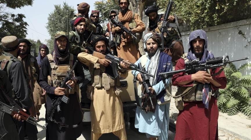 O grupo extremista Talibã retoma o poder do Afeganistão após 20 anos.