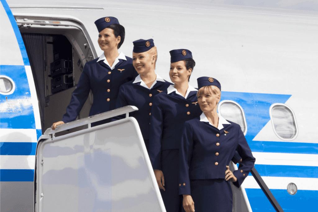 Conheça as principais curiosidades sobre a profissão de aeromoça.