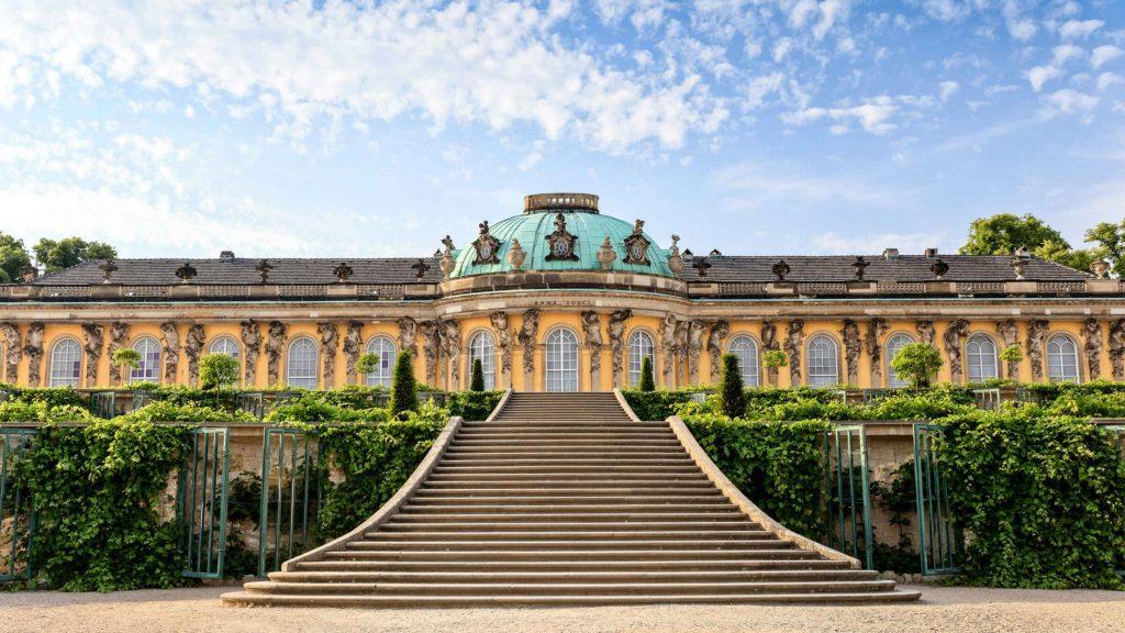 Sanssouci, um dos castelos mais conhecidos da Alemanha, foi construído por Rei Frederico II.