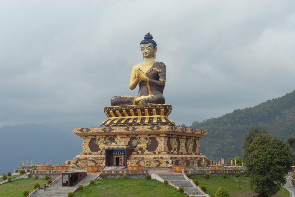 Buddha Park é um local espiritual com uma bela paisagem.