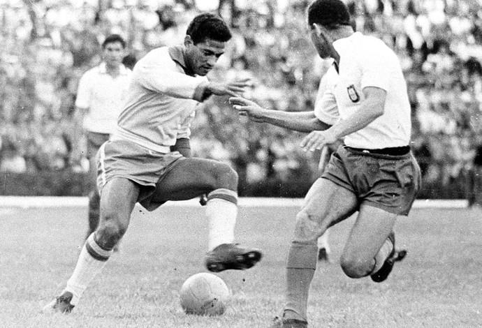 """""""Garrincha foi o principal jogador da competição e comandou a seleção brasileira ao bicampeonato."""
