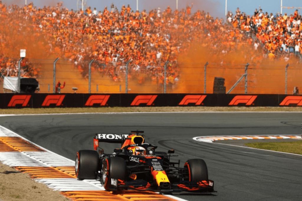 """Max Verstappen e o """"Exército Laranja"""" no GP da Holanda."""