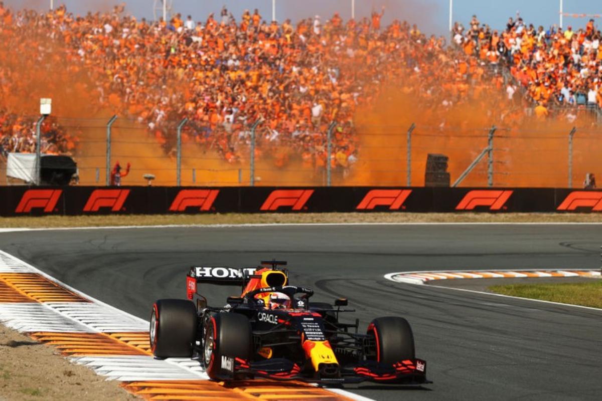 GP da Holanda: domínio de Verstappen sob a fumaça laranja em Zandvoort