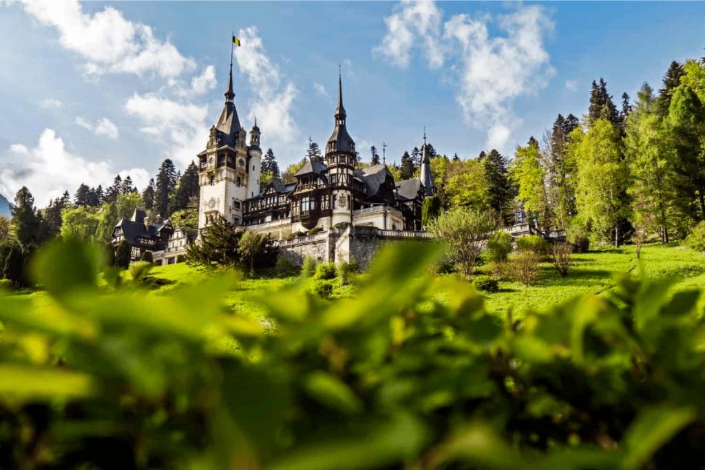 A Romênia é um país rico em história e paisagens naturais.
