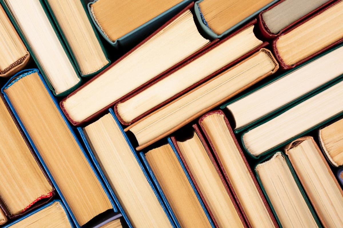 5 livros clássicos que se popularizaram, novamente, no TikTok