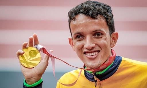 O atleta honrou o Brasil com a 100ª medalha de ouro do País.