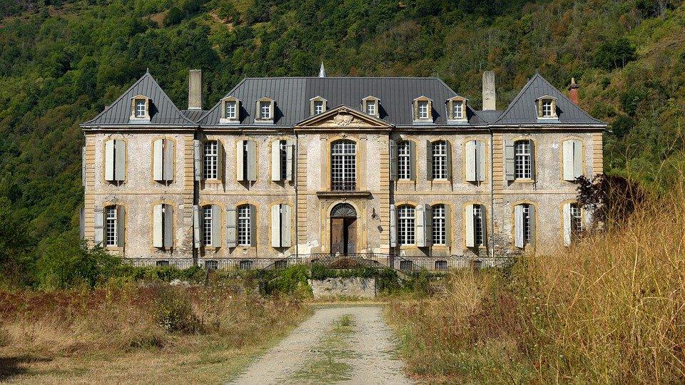 Um dos castelos abandonados mais famosos na França.
