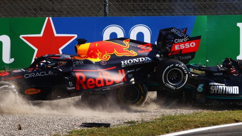 Verstappen e Hamilton se envolvem em acidente e abandonam o GP de Monza, na Itália.