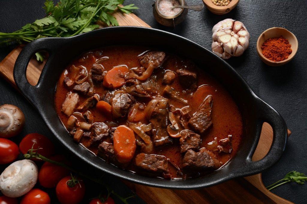 O Boeuf Bourguignon é um dos grandes clássicos da gastronomia francesa.