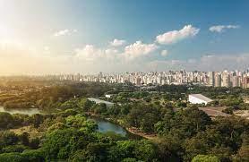 O Ibirapuera é um dos maiores parques de São Paulo.