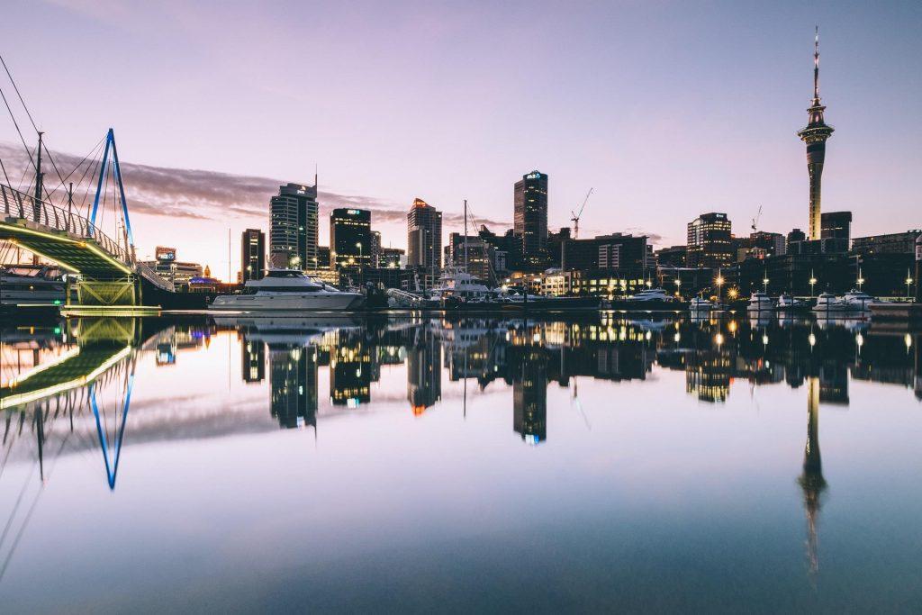 Vista da skyline de Auckland, maior cidade da Nova Zelândia.