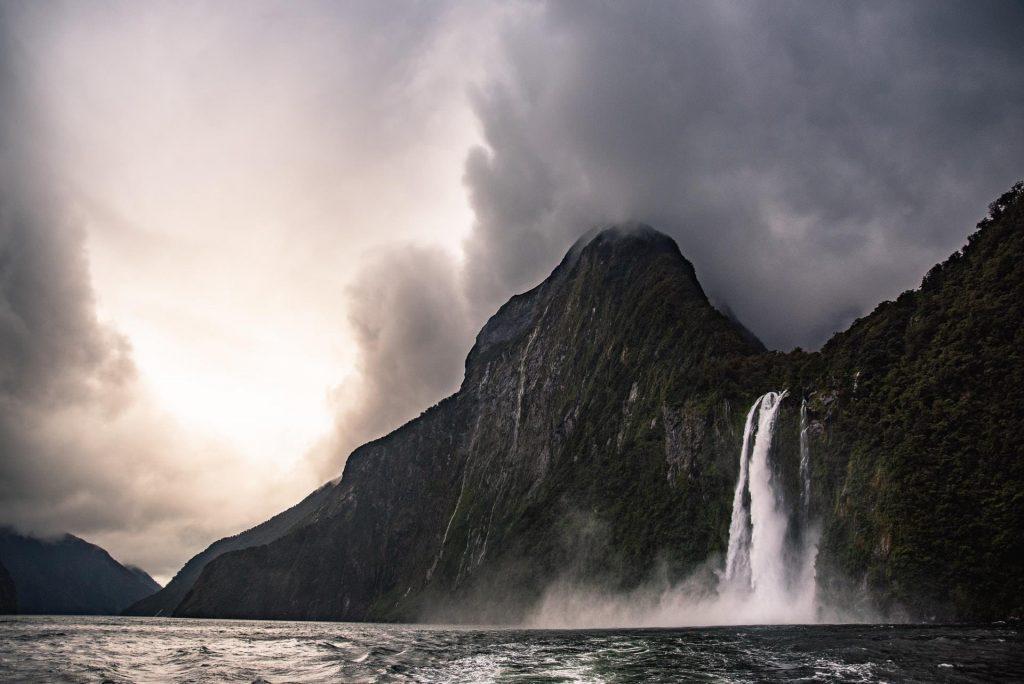 Milford Sound é um dos pontos turísticos da Nova Zelândia.