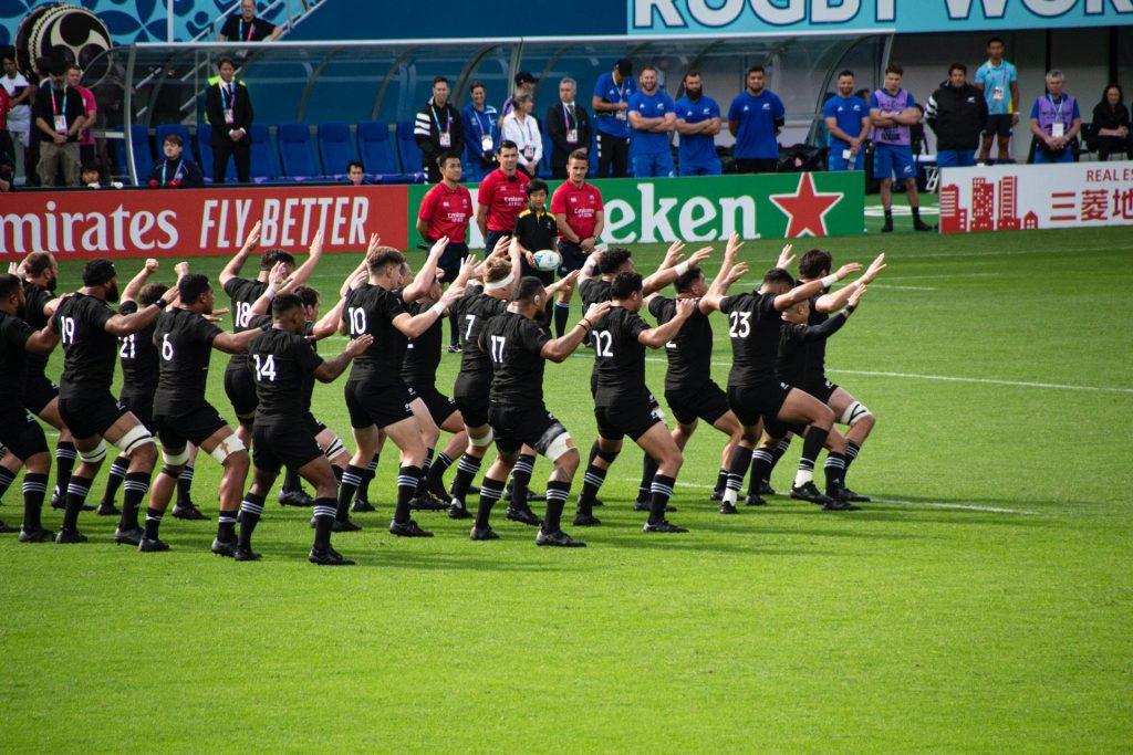 O haka é uma dança maori que virou orgulho nacional.