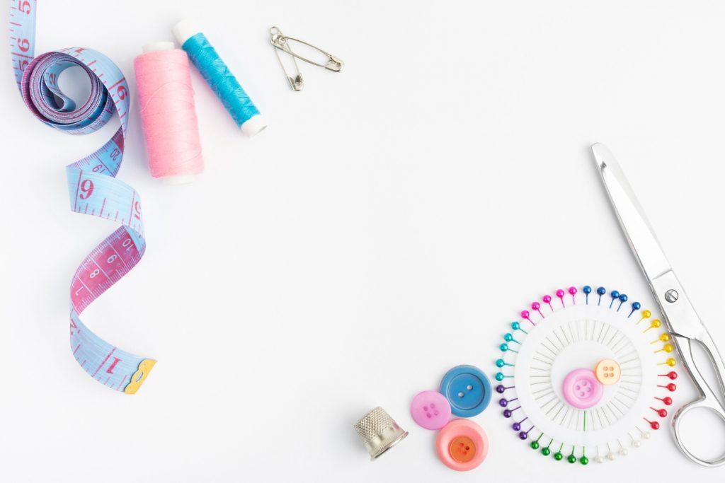 Costurar e confeccionar roupas se tornou um passatempo para os mais jovens.