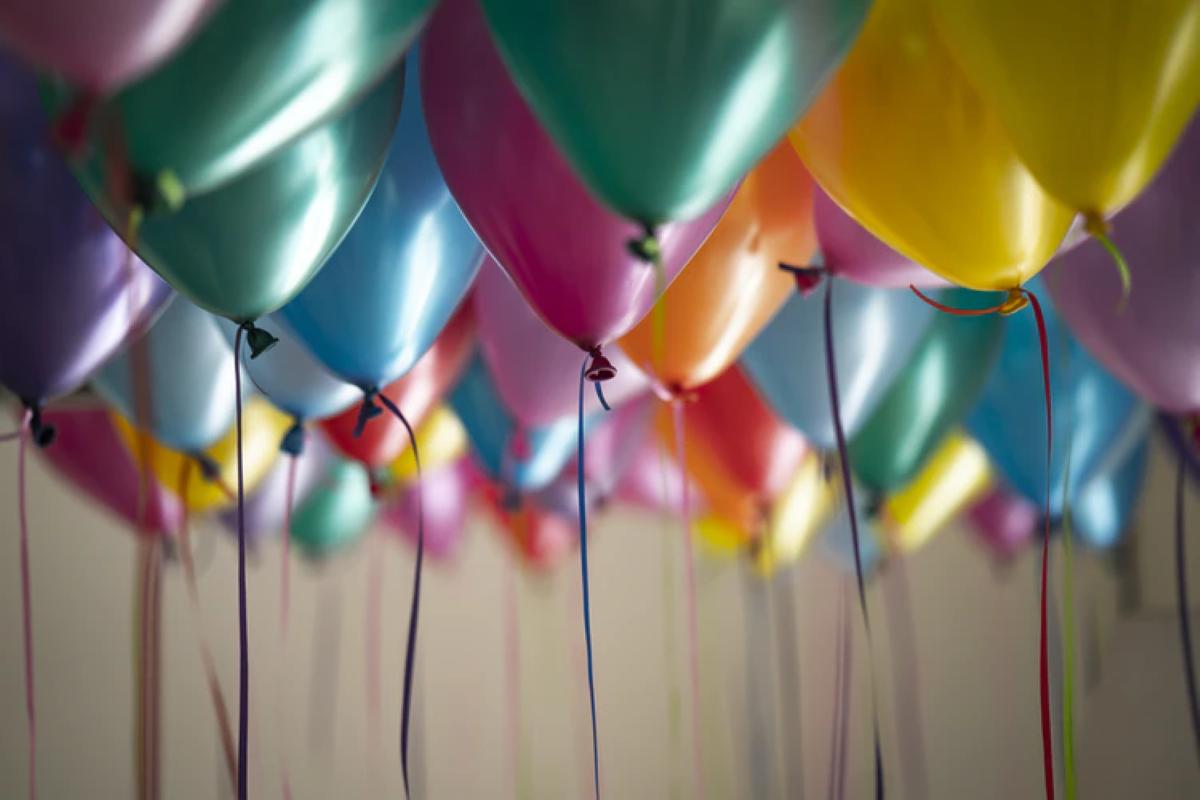 Precisa enfeitar uma festa de aniversário simples e não sabe como? Descubra várias opções