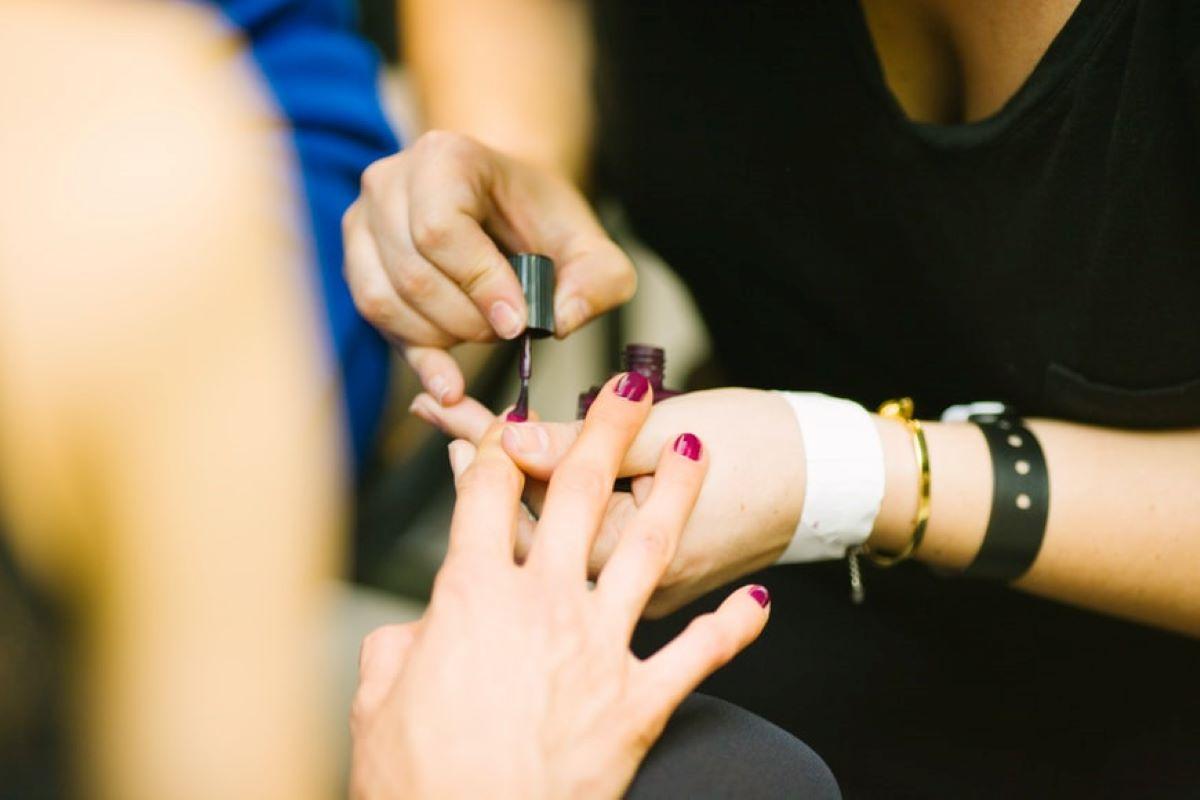 Veja 7 produtos de qualidade para o alongamento de unhas