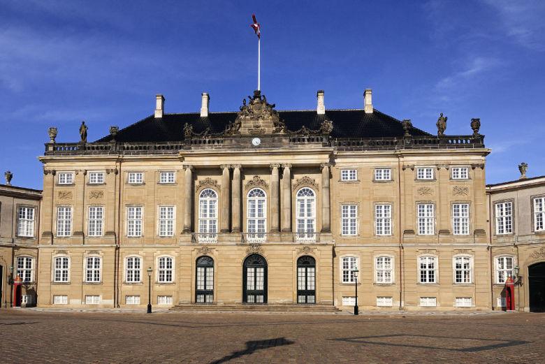 Palácio de Amalienborg, um dos lares da família real da Dinamarca.