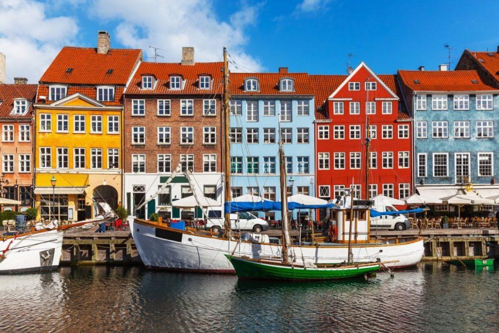 Nyhavn, porto e canal de Copenhague.