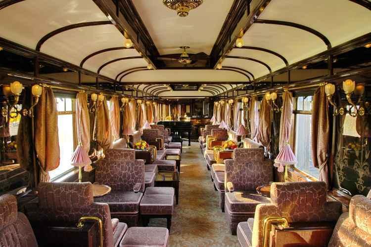 Os trens em Al Qayrawan são o melhor meio de transporte.