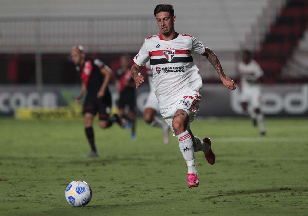 Emiliano Riogoni, jogador estrangeiro do São Paulo, é um dos maiores sucessos do time.