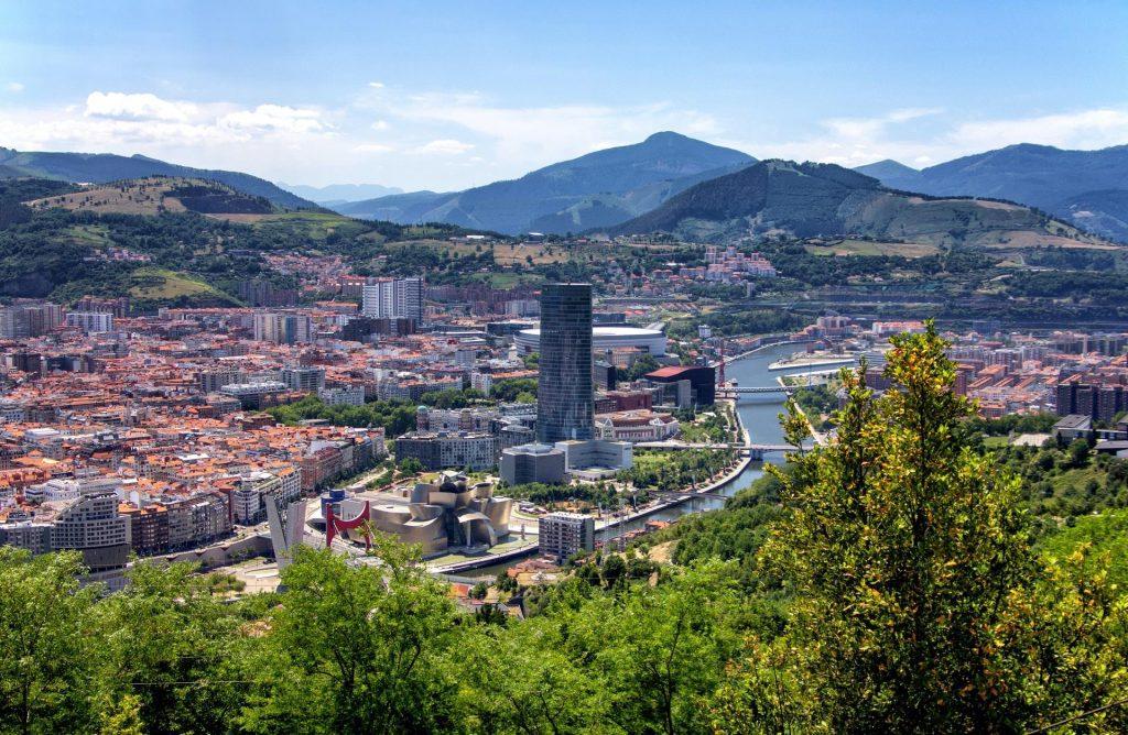 Vista de Bilbao, capital do País Basco, território pertencente à Espanha.