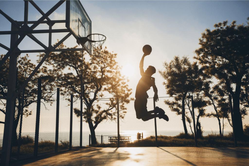 O esporte ajuda com a saúde física, mental e com habilidades sociais.