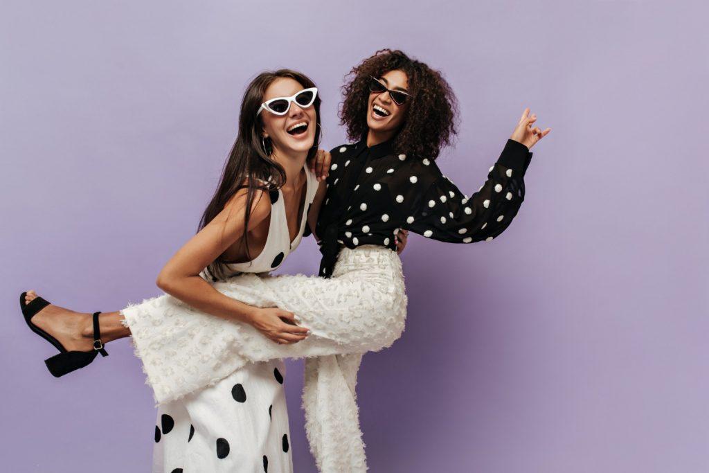 Para os apaixonados por moda, confira 5 séries imperdíveis sobre moda.