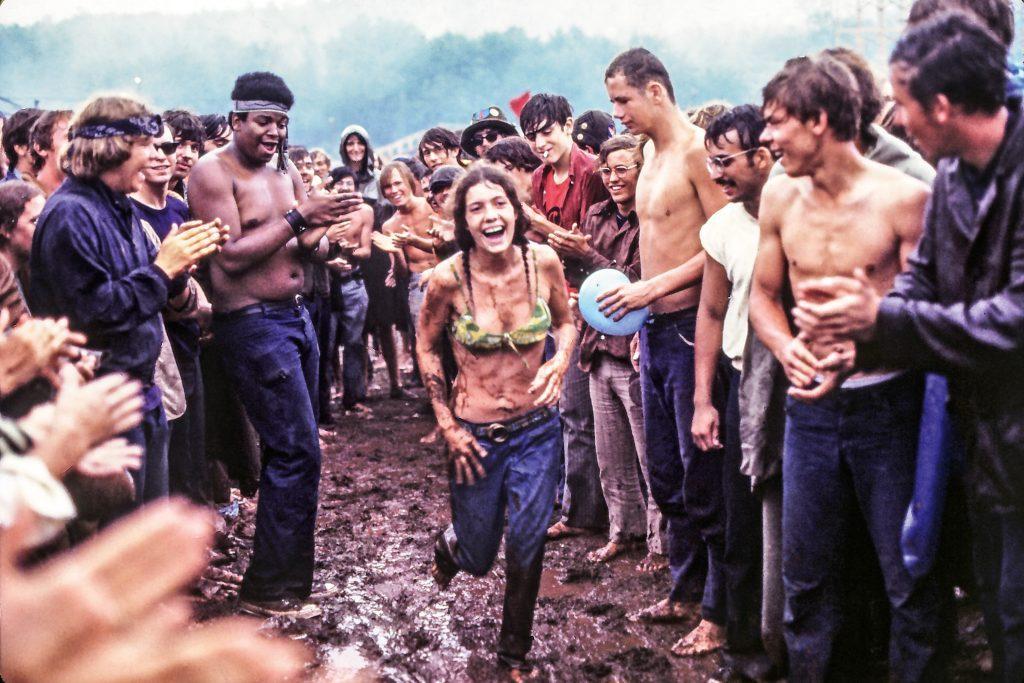 O festival de Woodstock marcou uma geração, que acreditava na mudança cultural estadunidense.